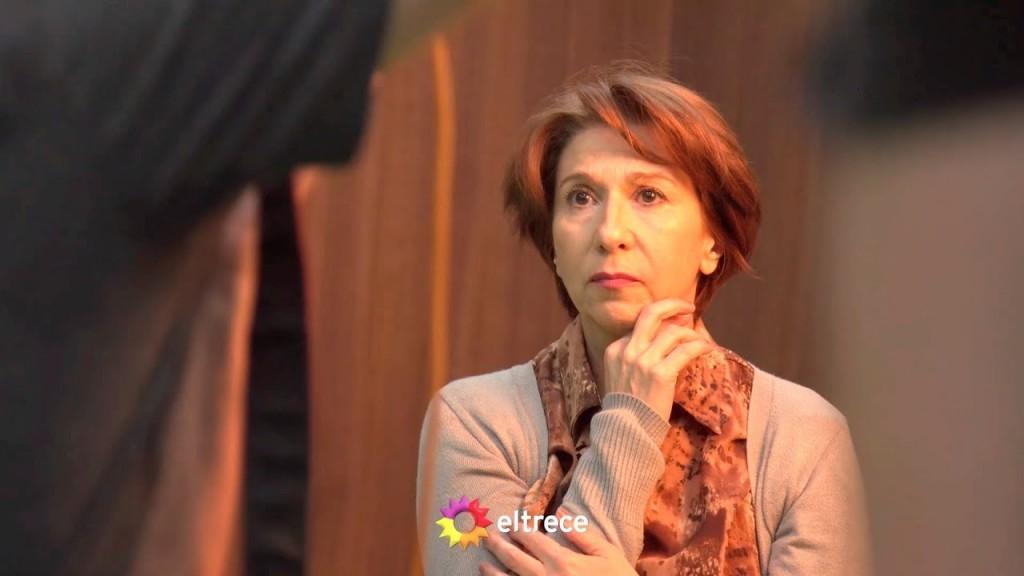 """Alejandra Flechner y su personaje en la serie del momento """"El Tigre Verón"""""""