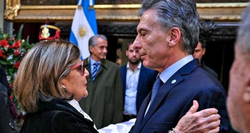 Mauricio Macri y Juliana Awada despidieron a De la Rúa en el Congreso