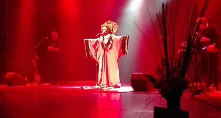 La Charo homenajeó a Mercedes Sosa en una velada maravillosa
