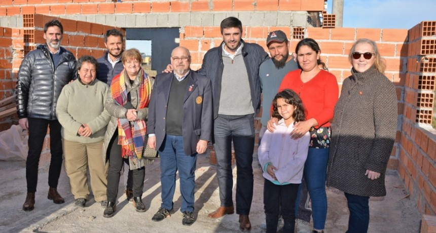 Proyecto Pro Casa de Rotary : el intendente Galli en la obra