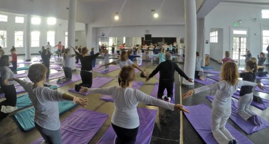 Importante número de asistentes en la Master Class de Yoga
