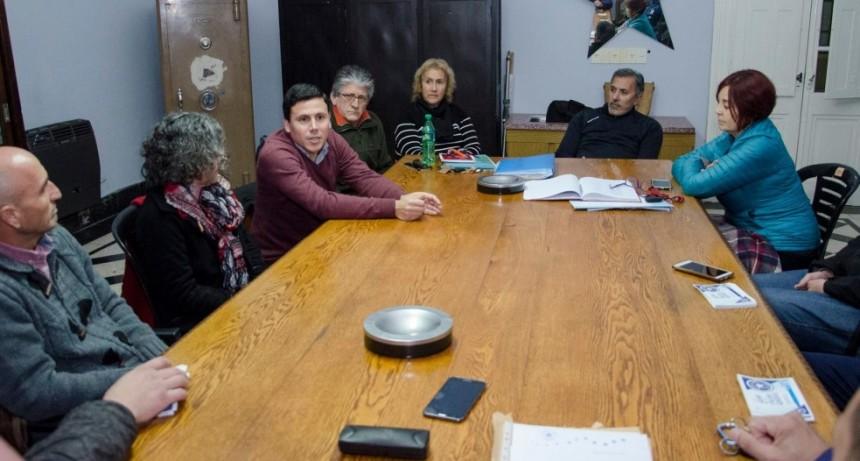 Aguilera se reunió con la comisión directiva de Racing Club de Olavarría