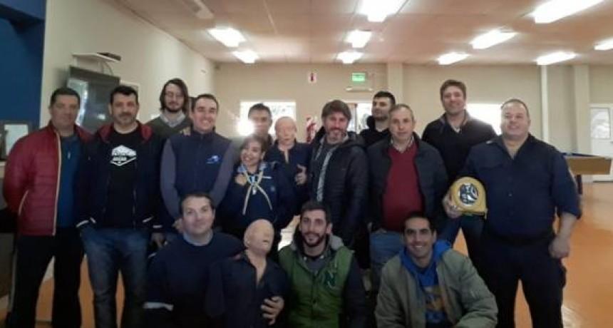 Taller de RCP, DEA y primeros auxilios en el Aero Club Olavarría