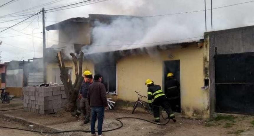 Incendio de vivienda con importantes pérdidas y heridos