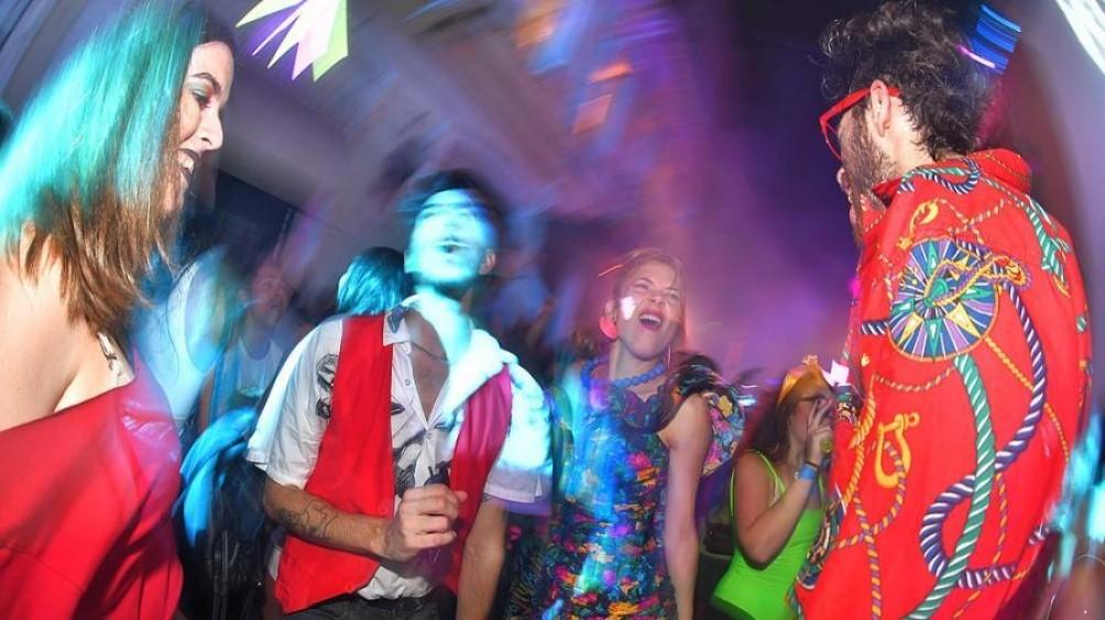 Pese a los contagios hubo detenidos en todo el país por fiestas clandestinas