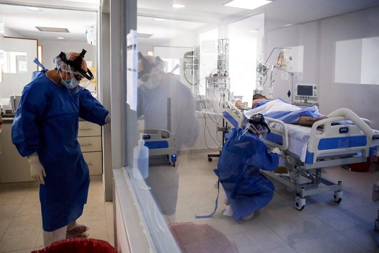 El Gobierno confirmó 53 nuevas muertes por coronavirus en las últimas 12 horas