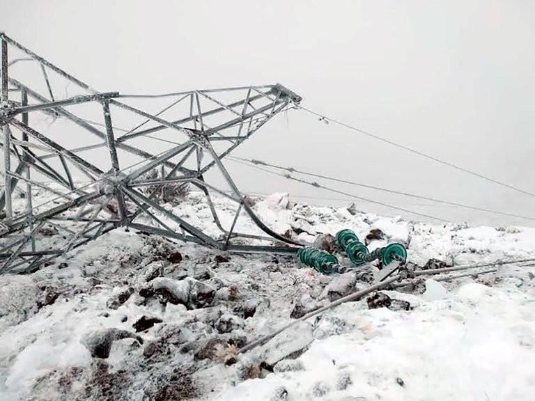 "El ""efecto galloping"" derribó 55 torres de energía en Chubut"
