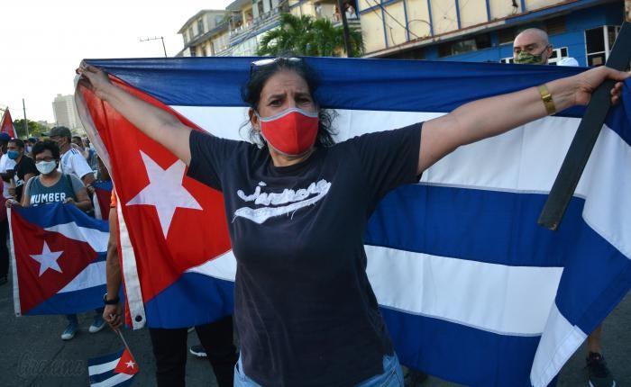 Inédita protesta contra el gobierno en Cuba y enérgica reacción del presidente Díaz-Canel