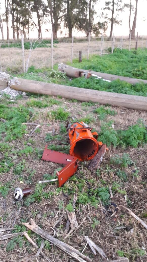 Roban y destruyen transformador y columna en Hinojo
