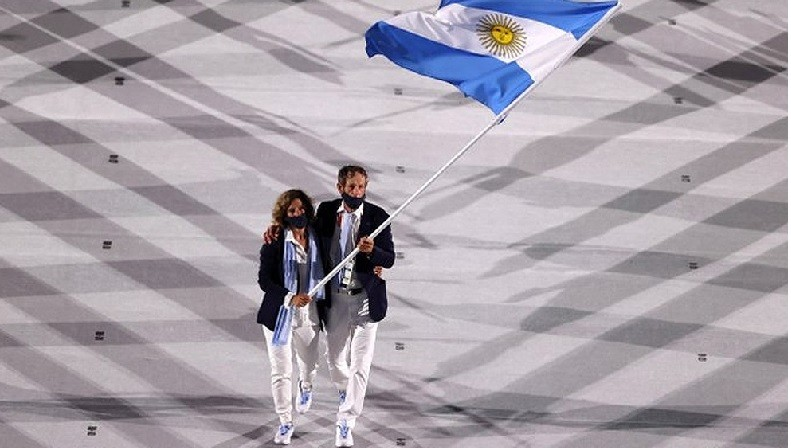 Con Lange y Carranza Saroli a la cabeza, Argentina desfiló en la ceremonia inaugural de Tokio 2020