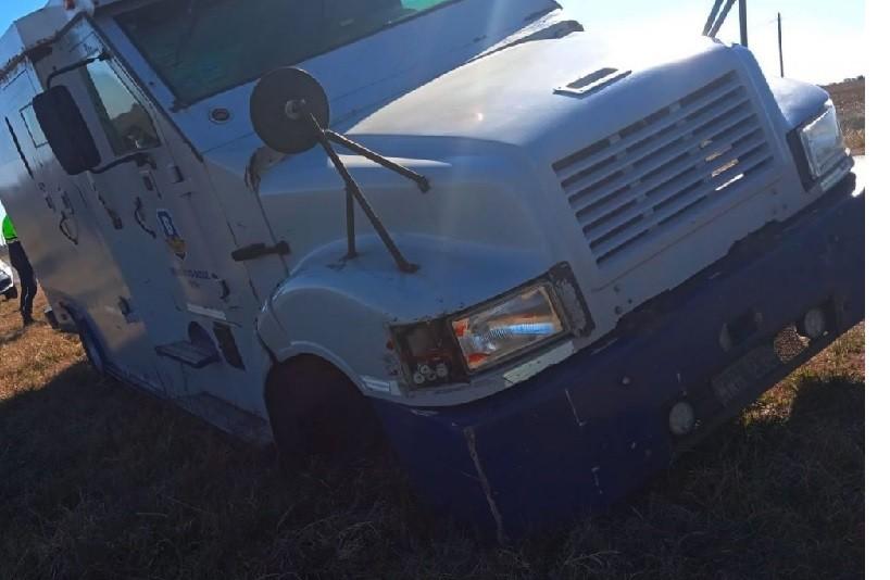 Ruta 226: Un camión de transporte de caudales perdió un neumático