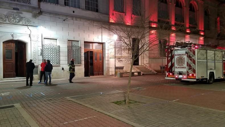 Un cortocircuito en el Colegio Cáneva demandó la presencia de Bomberos