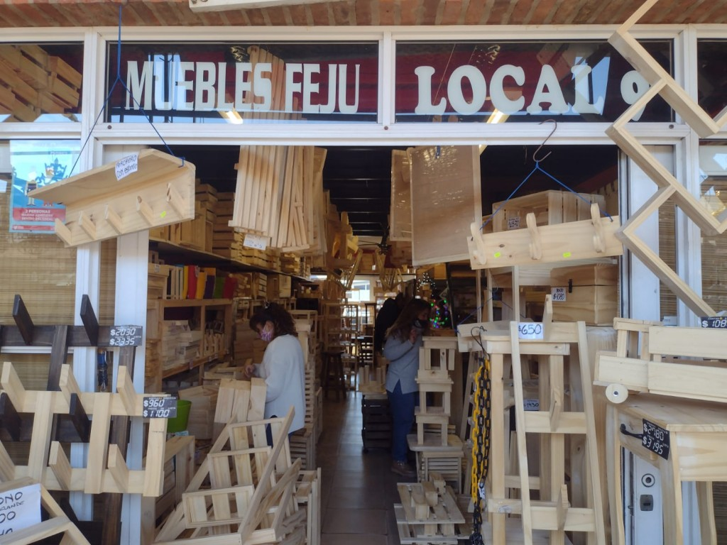 Puerto de Frutos: Muebles Feju
