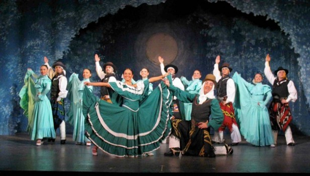 El Ballet Folklórico Municipal y el Ballet de Salta en el festejo por el Día Internacional del Folklore