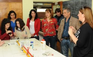 José Eseverri recorrió obras en distintos establecimientos educativos