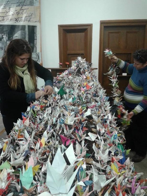 15.000 grullas serán parte del Pino de la Paz que llegara a Rosario