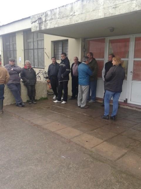Con algunos retrasos, abrieron los lugares de votación