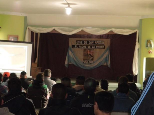 Homenaje a San Martín en escuelas cárcel de Sierra Chica