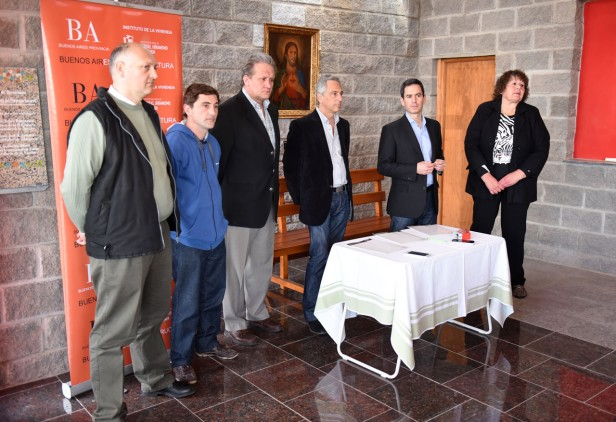 Eseverri participó del acto de firma de convenios de obras
