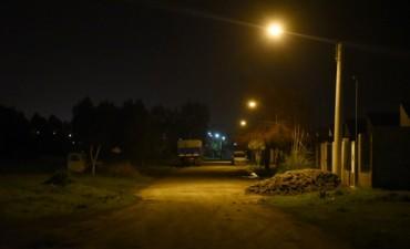 Ya funciona la nueva luminaria en el barrio Lourdes