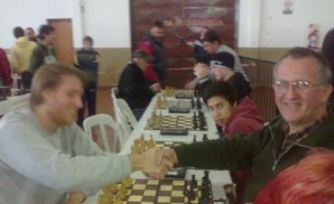 Ajedrez: Damian Albistur y Horacio Pereyra punteros en 1ra.