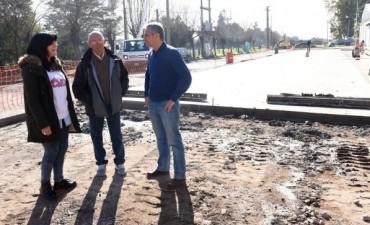 Eseverri recorrió la obra de pavimentación en Hinojo y realizó anuncios