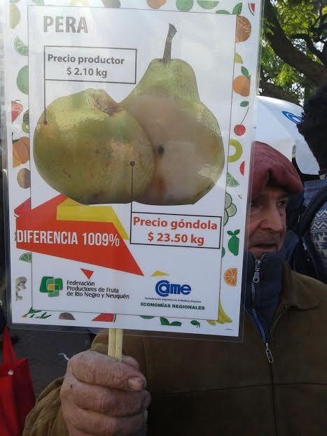 Productores frutihortícolas regalan mercadería en Plaza de Mayo
