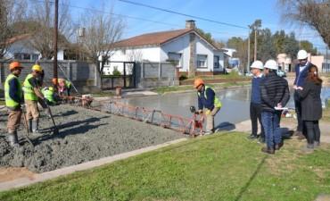 El intendente recorrió la obra de repavimentación en Colonia Hinojo