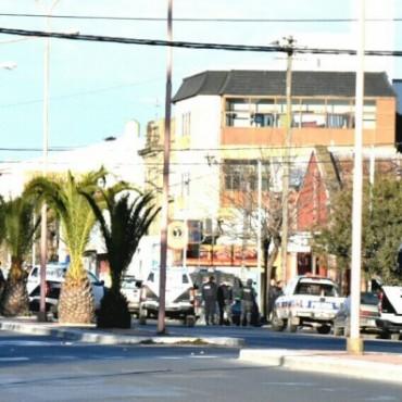 Disparos en el centro de la ciudad: Un agente penitenciario se atrincheró en su hogar