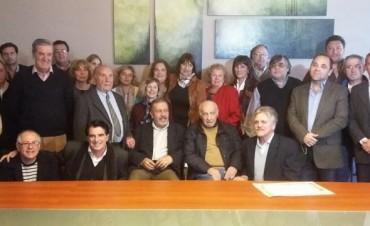 Distinguen al Dr Héctor Cura por su trayectoria en la medicina