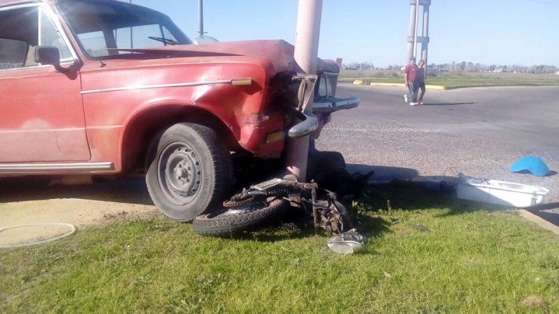 Violento choque auto - moto