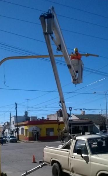 Continúa la colocación de semáforos