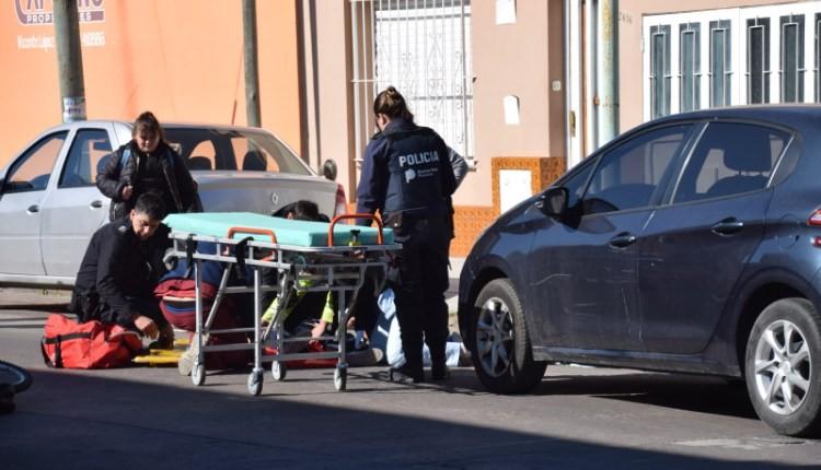 Una menor fue embestida por un auto en el micro centro