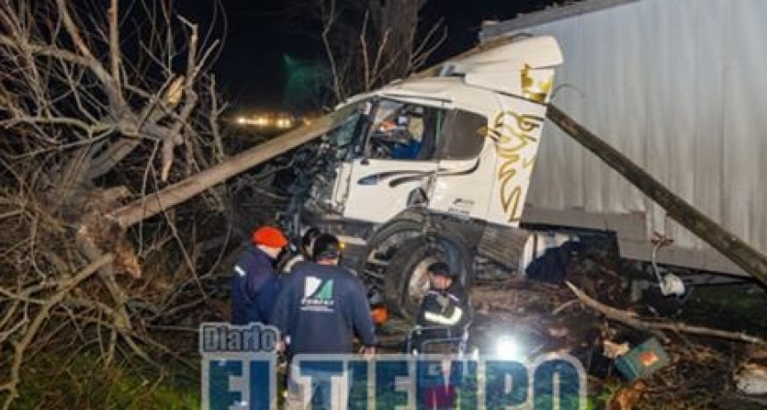 Ruta 3: Choque de dos camiones, involucró a olavarriense