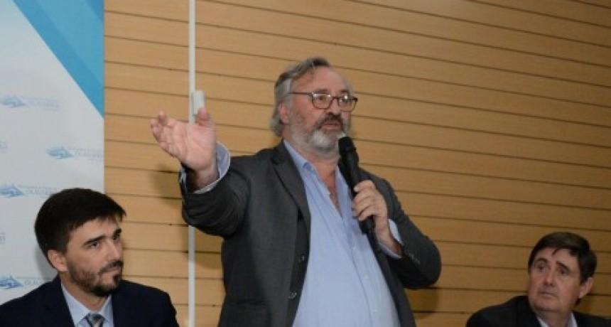 El Ministro de Gobierno, Joaquín De la Torre pasó por Olavarría y dejó definiciones sobre varios temas