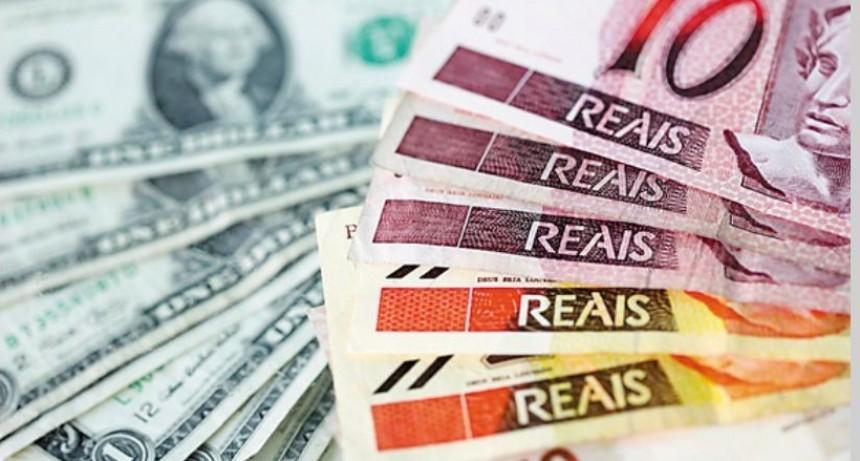 En medio de la campaña electoral, el dólar marca récords en Brasil