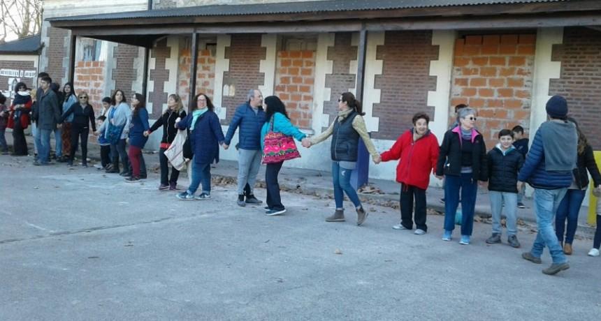 Nutrida participación en el abrazo por la Estación El Provincial como espacio cultural