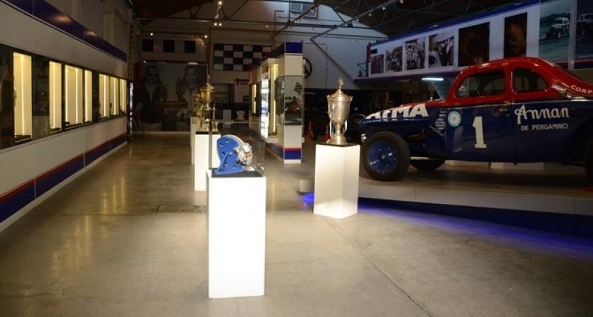 """El Museo Municipal """"Hnos. Emiliozzi"""" recibe nuevas piezas de los ídolos máximos del Turismo Carretera"""