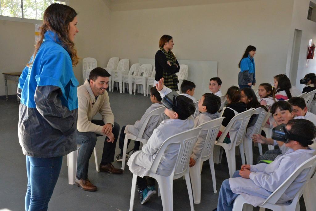 Galli con estudiantes que estuvieron en la Ciudad Autónoma de Buenos Aires