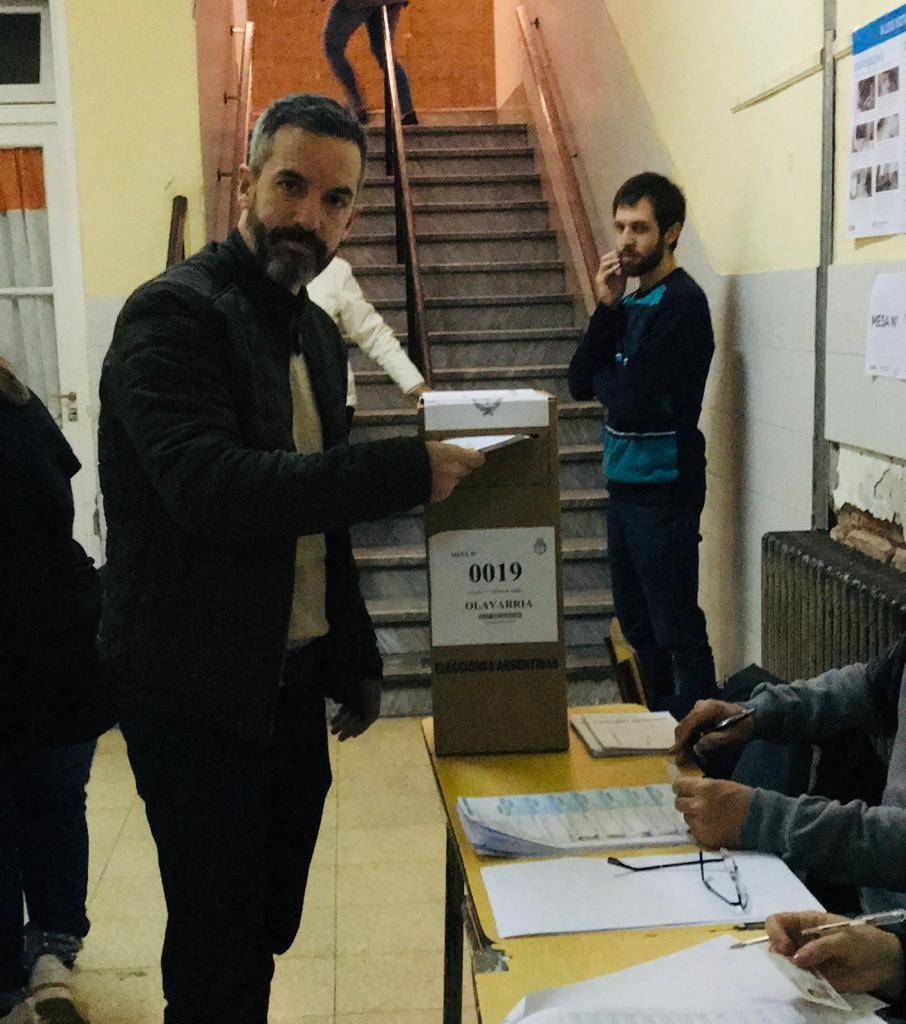 El Senador Dalton Jáuregui emitió su voto por la mañana