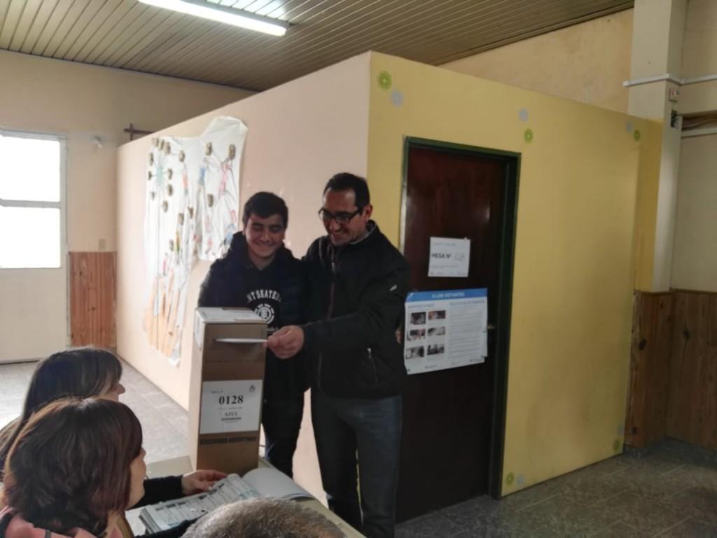 Azul: el precandidato Nelson Sombra emitió su voto
