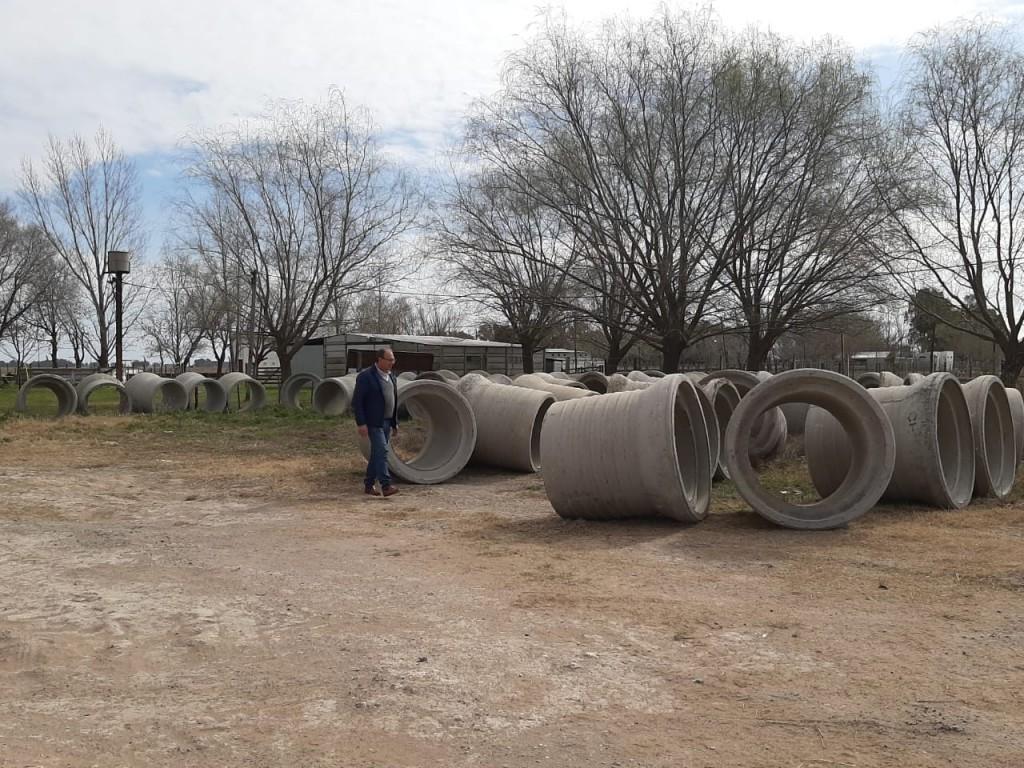 Alvear: llegaron tubos de hormigón para renovación de alcantarillas en zona rural