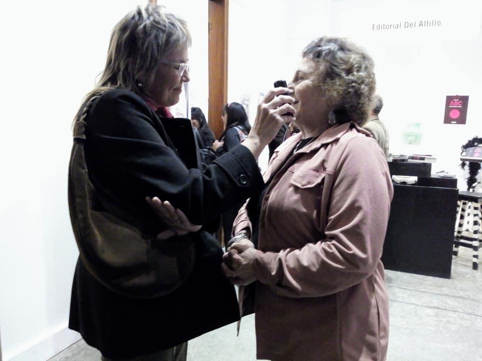 Reconocimiento a Olga Rasposo en la muestra Libros en Olavarría