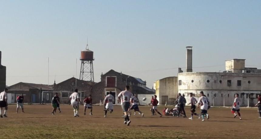 Internos juegan por primera vez un  partido de rugby alentados por sus familiares
