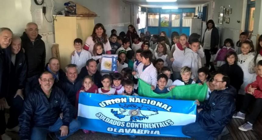 La Agrupación  Soldados Continentales de Olavarría hizo entrega de banderas