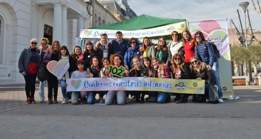 Intervención urbana en Paseo Mendía por la campaña ¨Cuidemos a nuestras infancias¨