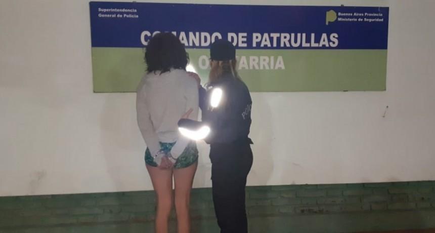 Una mujer violó una restricción y fue aprehendida