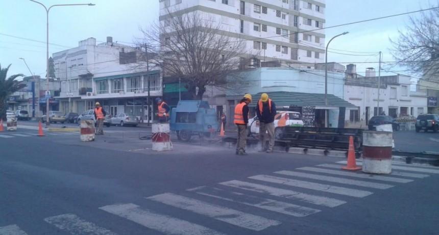 Trabajos para cerrar el separador de Avenida Pringles
