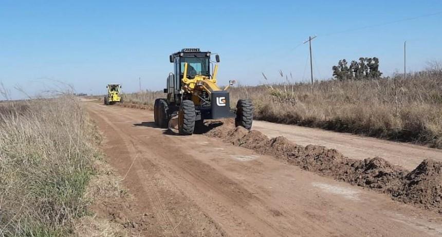 General Alvear: Se realizan trabajos de mantenimiento en caminos rurales