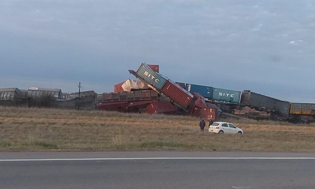 Descarriló un tren de cargas que  iba a Bahía Blanca y varios vagones se incendiaron